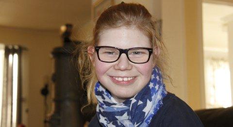 LIVET: Hedda Kjensmo Olsen har en sykdomshistorie som ingen andre i Norge. Den lille, sterke jenta med kompliserte helseutfordringer har tilbrakt store deler av livet på sykehus. Den livsglade jenta klager aldri og viser en ukuelig vilje til å leve et godt liv – som hun har mange planer for. foto: britt-ellen negård