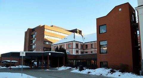 UNDERSØKER: Statsforvalteren i Innlandet undersøker om det ble gjort noen feil  på sykehuset i Elverum da en pasient opplevde komplikasjoner i forbindelse med en injeksjon i øyet i fjor høst.