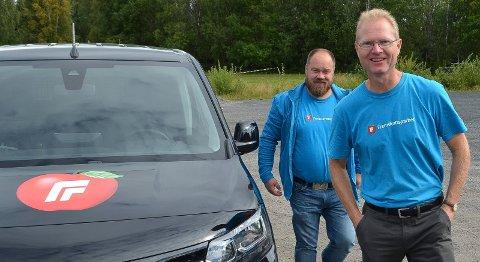 MÅ FJERNE INNLEGG: Truls Gihlemoen (til venstre), her sammen med toppkandidat Tor Andre Johnsen, er kritisk til den harde ordbruken i sosiale medier.  – Vi må stadig fjerne innlegg fra nettroll, opplyser han.
