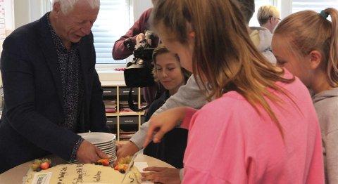 KAKE: Vinnerne ble feiret med besøk av ordføreren, og kake.