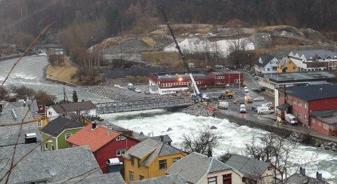 NY BRU: Den midlertidige brua over Opo til Hjøllo er nå ferdig og åpen for trafikk.