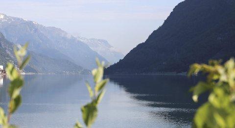 Sørfjorden: Det er vesentleg meir festing på båt om sommaren enn elles i året. Foto: Synnøve Nyheim