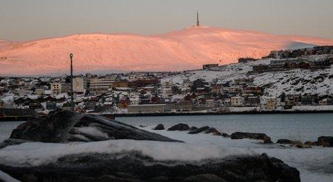 SISTE REST: Siste rest av sol før mørketiden. - Nå sender sola all sin varme ut i verdensrommet, sier vakthavende meteorolog Håvard Thorset.