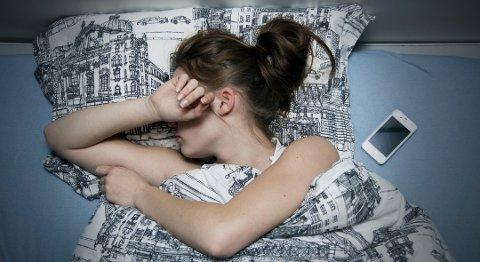 Sliter: Mange ungdommer sliter med å komme seg opp om morgenen. Nå skal de få hjelp fra kommunalt ansatte. Foto: Karl Myrvang, Østlandets Blad