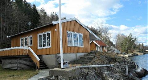 50-TALLSHYTTE: Fritidseiendommen ligger på Ørvik på Stabbestad.
