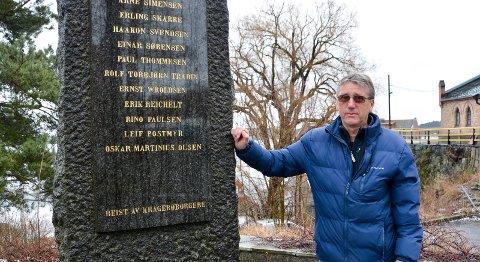 Morgan Thorsen jobber for å få onkelen sin, Øivind Thorsens navn på minnestøtta. Øivind Thorsen tjenestegjorde som skytter under andre verdenskrig, men forsvant på                   mystisk vis i august 1945. Foto: Per Eckholdt