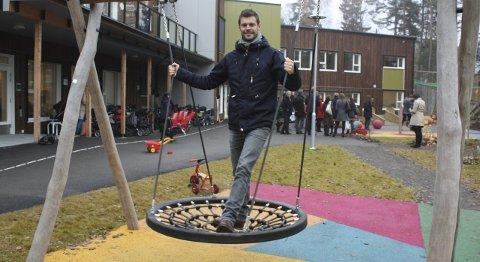 PRØVDE HUSKEN: Bjørnar Moxnes gikk i Pynten barnehage på 1980-tallet. Her fikk han sin første venn og sin første kjæreste.