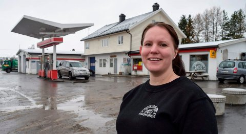 - jeg ga meg selv ett år prøvetid. Nå er jeg klar for å overta hele eiendommen med bensinstasjon, pub og leiligheter, sier Henriette Alm, innehaver av Toten Catering AS.