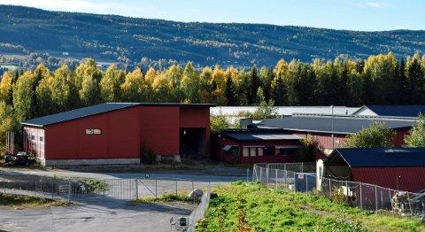 DATASENTER: I disse tidligere industrilokalene i Hov har Nordic Blocks AS etablert seg helt i det stille med et datasenter med massivt strømforbruk.
