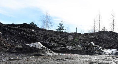 SKITTEN SNØ: Huntonstranda er Gjøvik kommunes plass for snødeponering. Snøen testes for forurensing regelmessig.