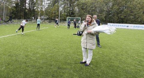 På plass: Ordfører Ildri Eidem Løvaas og varaordfører Harald Vaadal hadde tatt turen til Flåtestad.