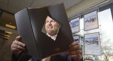 Venter: Daglig leder for DNB eiendom i Ski og Ås, Odd Magnus Langhammer, tror det på sikt vil komme langt flere boliger ut i markedet. – Når utbyggerne kommer i gang med prosjektene sine, vil også eierne av eneboliger komme ned av gjerdet, mener han. FOTO: Bjørn V. Sandness