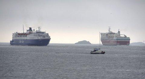 KANSELLERER: Color Line har valgt å kansellerer sine avganger mandag. Fjordline avventer værforholdene før de bestemmer seg for om de også kansellerer eller ei. (Arkivfoto)