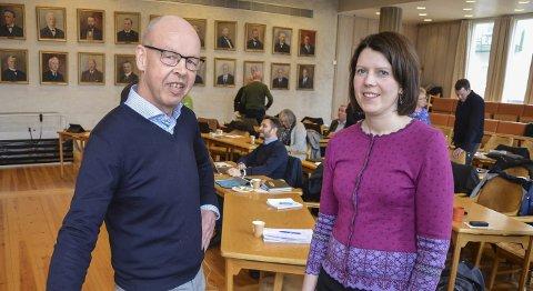 KLAR TALE: Professor Thomas Nordahl ved Høgskolen i Innlandet, her sammen med kommunestyrerepresentant Ida Kristine Teien i Elverum, konkuderer med at hjemmeskole har klare svakheter.