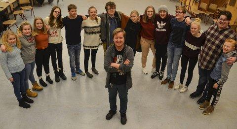 TAR STYRINGA: Robin Øverby er tilbake i Løten ungdomsteater, nå som regissør og produsent for ni forestillinger med «Løvenes konge».