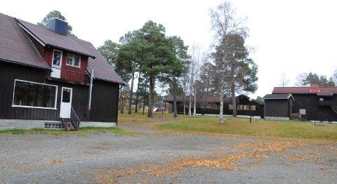 BRANNØVELSE: Skogly barnehage (nederst) og gamle Tronstua barnehage på Tynset skal brennes ned i en brannøvelse.