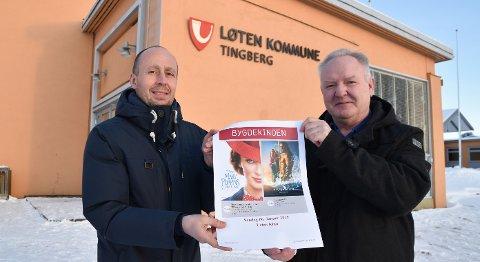 KINOVENNER: Bjørnar Bjørke Olsen (til venstre) fra Løten kommune og Bjørn Vidar Linholt i Løten kino's venner gleder seg over god oppslutning om den lokale bygdekinoen.