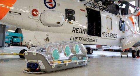 Blir man alvorlig koronasyk, er en spesiell transportkuvøse klar til transportere folk døgnet rundt.