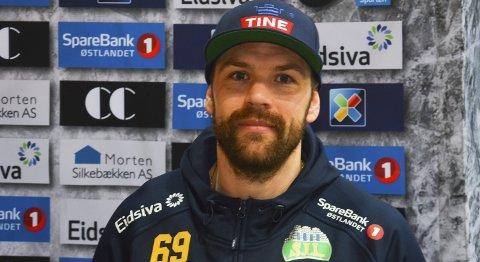 Roses: Jimmy Andersson blir av trener Fredrik Söderström rost opp i skyene.Foto: Petter Sand