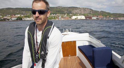 MODENT: Joakim Sværen tror markedet er klart for elbåter, og denne sommeren legger han den første Polar 120 med elektrisk motor ut for salg.Alle foto: Henning Jønholdt
