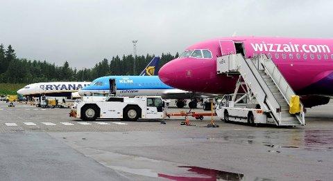 KLAR TIL AVGANG: Utenlandsflyene på Torp er klare til å fly igjen.