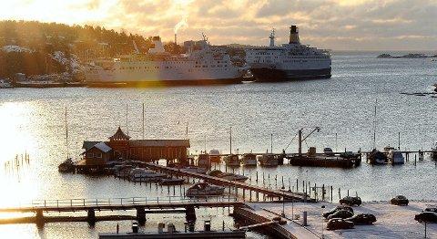 SIGNALBYGG: Det gule Strømbadet er med på å gi Sandefjord identitet, mener kasserer i Ulabrand båtforening Kari Anne Nilsen.