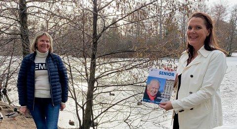 I PAPIRFORM: Informasjon og inspirasjon er tanken bak Seniormagasinet, som Linda Linnestad i Sandefjord kommune her holder. Til venstre er eldrerådsrepresentant Ingvild Holth.