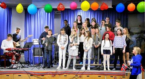 GOD STEMNING: Sarpsborgs tusenårssang framføeres på Hafslund barneskole.