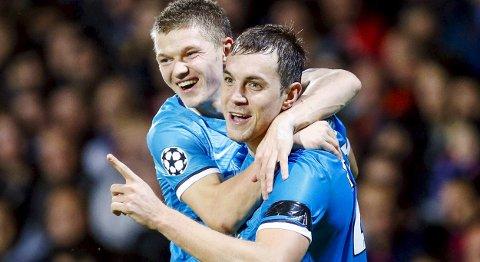 Zenit St. Petersburgs Artem Dzyuba (t.h.) og Oleg Shatov jubler etter en av scoringene mot Lyon på bortebane. Vår oddstipper tror at Zenit tar en ny borteseier onsdag kveld.