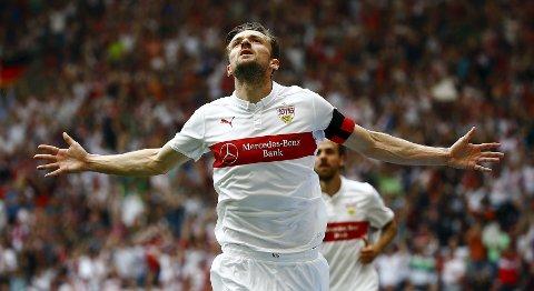 Vår oddstipper tror at VFB Stuttgart og Christian Gentner vinner skjebnekampen mot Paderborn. Foto: Reuters