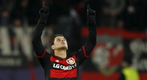 Bayer Leverkusens Javier Hernandez er antakeligvis ute med en skade i søndagenskamp mot Dortmund.