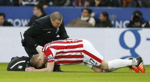 Stoke-kaptein Ryan Shawcross skadet seg i helgens kamp mot Leicester. Han er ute i cupkampen mot Liverpool.