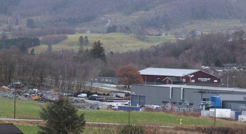 BYGGER UT: Gravearbeidene for utvidelsen ved Comrod på Tau har kommet i gang.