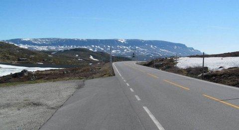 Veien over Hardangervidda skal dekkes av 55.000 tonn ny asfalt i løpet avsommeren. FOTO: CREATIVE COMMONS