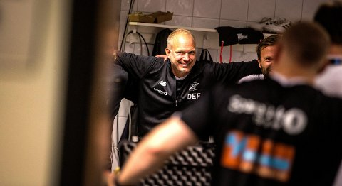 ETTERLENGTET SEIERSSMIL: Søndag kunne Odd og trener Dag-Eilev Fagermo endelig juble for tre poeng i eliteserien igjen. Sist det skjedde var 16. mai. Onsdag venter Sarpsborg borte i cupens 4. runde. Fagermo tror ikke det kommer inn flere nye spillere i sommer.FOTO: Trond Reidar Teigen / NTB scanpix