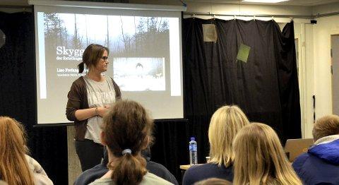 ENGASJERT PUBLIKUM: Lise Forfang Grimnes lar publikum komme med egne meninger og synspunkt.foto: victoria andersen