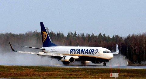 DÅRLIGIDÉ: Ryanair-sjef Michael O`Leary mener det er idiotisk å blokkere midtsetene på flyet.