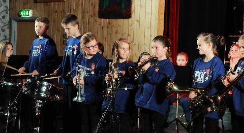 Frei Skolekorps jubilerte søndag. Sofie Odde Godø (spiller på kornetten) er fjerde generasjon i korpset.