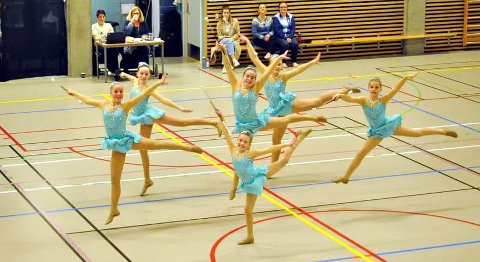 Jentene fra Kristiansund i Twirlteam.
