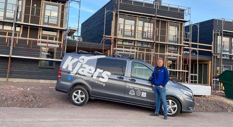STOR ETTERSPØRSEL: Etterspørsel etter boliger i Tønsberg og omegn er stor. Det betyr mye jobb for Pål Rønning i Kjærs Rørleggerforretning AS. Bildet er tatt i Holmestrand.
