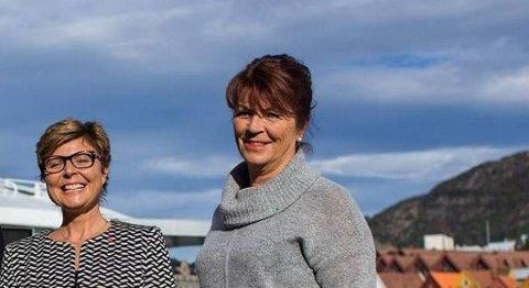 Bente Bondhus (til høyre) går til angrep på fjordkryssingen mellom Os og Stord. Her er hun fotografert sammen med den nye fylkesordføreren Anne Gine Hestetun. FOTO: HORDALAND FYLKESKOMMUNE