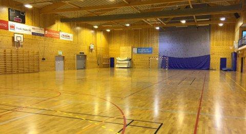 Håndballhallen i Meland Aktiv holder eliteseriemål, men utgjørt bare en liten del av allaktivitetshuset. FOTO: SVEIN TORE HAVRE