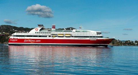 Fjord Lines MS «Stavangerfjord» og søsterskipet MS «Bergensfjord» går med mye ledig godskapasitet mellom Bergen og Stavanger. Nå kan reglene bli endret. FOTO: MAGNE TURØY