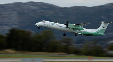Widerøe har innført en avgift på nivå med den omstridte flypassasjeravgiften på sine kommersielle flyginger. FOTO: MAGNE TURØY