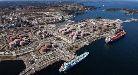 Statoil importerer olje for store summer for å optimalisere utnyttelsen avraffineriet på Mongstad. Men selskapet vil ikke opplyse hvor oljen kommer fra. FOTO: HELGE HANSEN, STATOIL
