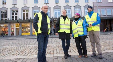 Streiken i hotell- og restaurantnæringen fører til vekst hos Fellesforbundet. Bildet viser leder i Hordaland hotell- og restauranarbeiderforening, Djevat Hisenaj, sammen med streikevakter i Bergen sentrum. FOTO: MAGNE TURØY