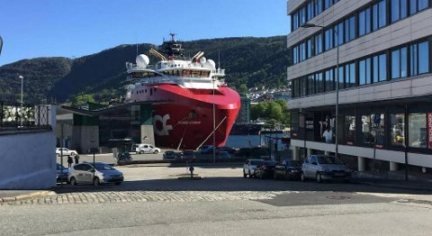 DOF ASA har redusert kraftig i flåten det siste året. Her ligger Skandi Iceman ved kai i Bergen i mai. FOTO: SVEIN TORE HAVRE