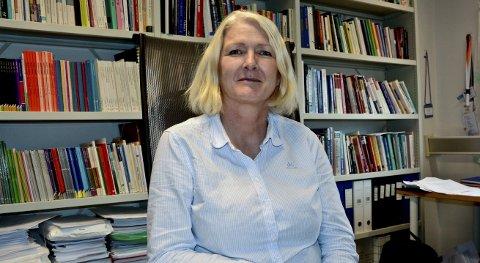 Forsker Ingrid Fylling slår fast at det ikke er noen sammenheng mellom mange kvinnelige lærere og at guttene presterer dårligere enn jentene på skolen.