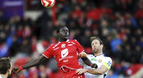 Oumar Niasse er ifølge engelske The Guardian på vei til Premier League for nesten 200 millioner kroner.