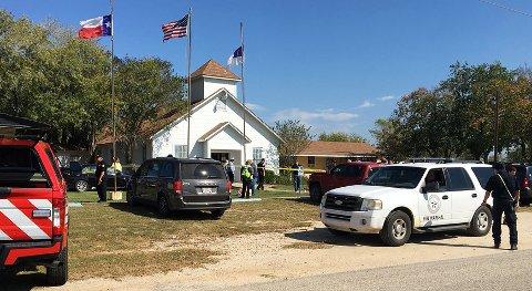 En mann åpnet søndag ild under gudstjenesten i kirken i Sutherland Springs i delstaten Texas i USA.